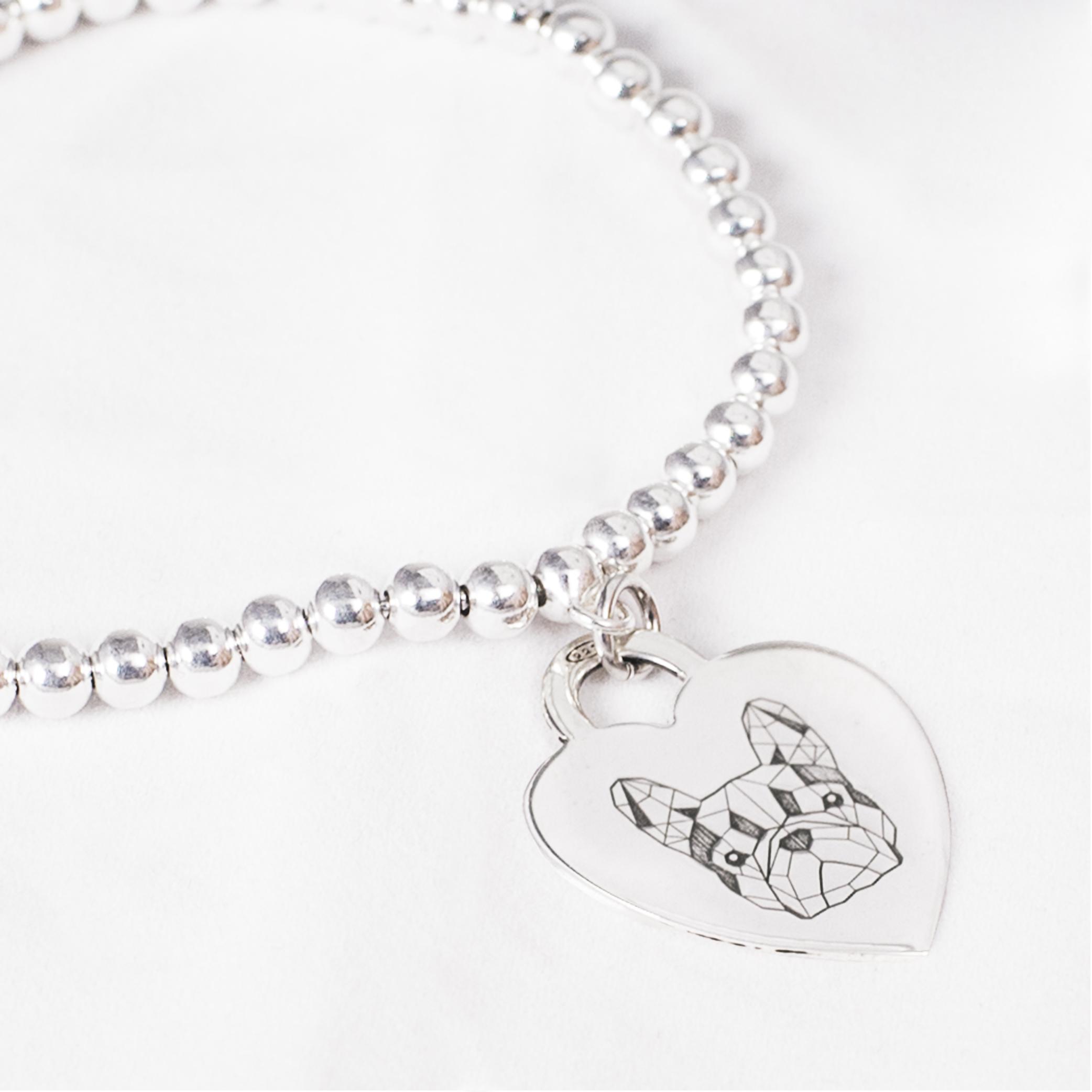 Bracciale con medaglietta cuore in argento con Bulldog Francese Doge