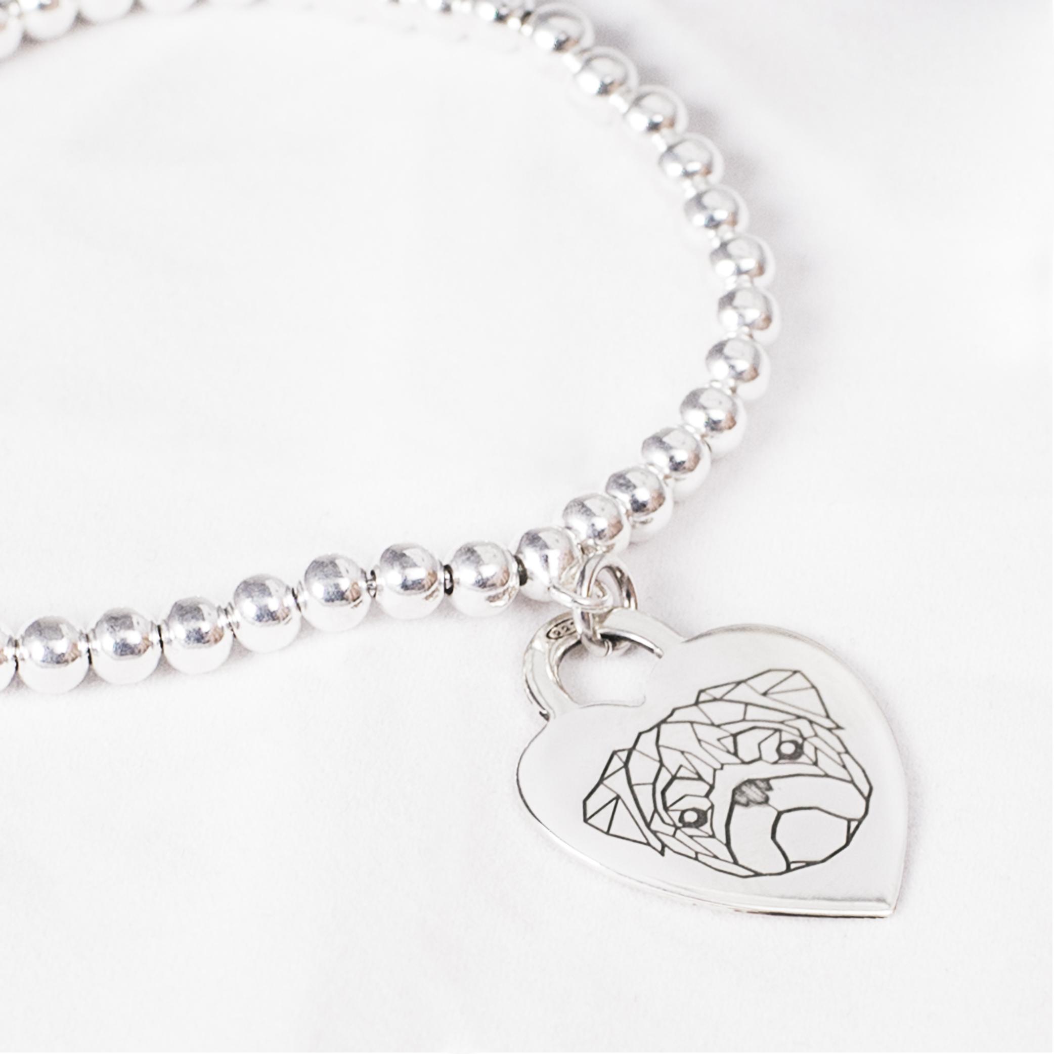 Bracciale con medaglietta cuore in argento con carlino